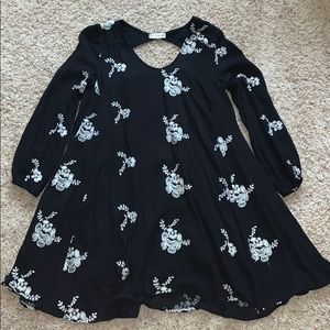 Women's black and white flower detail dress